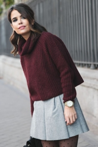 outfit-burgundy-turtleneck-jumper-sweater-grey-skirt-rode-coltrui-bordeaux-grijze-rok